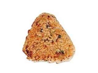 セブン「梅ちりめんおむすび 十六穀米入り」ほか:新発売のコンビニおにぎり