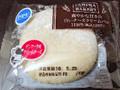 ファミリーマート ファミマ・ベーカリー 爽やかな甘さの白いチーズクリームパン 1個