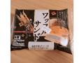 ヤマザキ ワッフルサンド 黒ゴマクリーム&玄米ホイップ