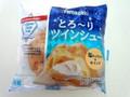 ヤマザキ とろ~りツインシュー 塩キャラメル&ホイップ