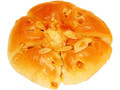 ファミリーマート アーモンドとキャラメルクリームのパン