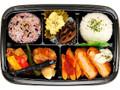 ファミリーマート 彩り弁当 海老カツと鶏タツタ黒酢あん弁当