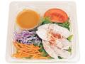 ファミリーマート 野菜ドレで食べるたっぷり蒸し鶏のサラダ