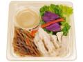 ファミリーマート ごまドレで食べる国産蒸し鶏のサラダ