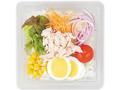 ローソン 玉子と蒸し鶏の生野菜サラダ