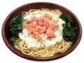 セブン-イレブン 鮭とほうれん草のクリームパスタ