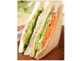 ナチュラルローソン くるみとツナオリーブの野菜サンド