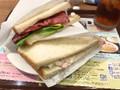 カフェ・ド・クリエ 2つのサンド パストラミビーフとベーコンポテトサラダ