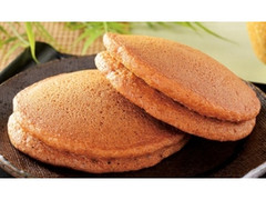 ローソン もちっと黒糖パンケーキ 抹茶ホイップ&黒蜜クリーム 沖縄県産黒糖
