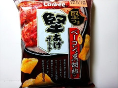 カルビー 堅あげポテト 炙りベーコンと黒胡椒味 袋70g