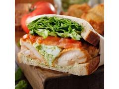 スターバックス バジルチキンサンドイッチ