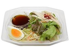 セブン-イレブン こんにゃく麺と蒸し鶏のサラダ