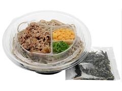 セブン-イレブン 海苔ゴマ盛りで食べるピリ辛冷し肉つけ蕎麦