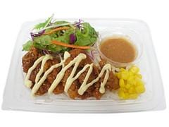 セブン-イレブン 直七ごまドレで食べる甘辛鶏マヨパスタサラダ