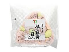 セブン-イレブン 鮭と枝豆のごはんおむすび 七穀米入り