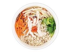 ナチュラルローソン もち麦と蒸し鶏の生姜スープ