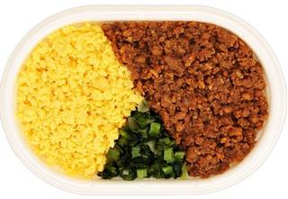 新発売のコンビニ弁当:ファミマ「鶏そぼろ弁当」ほか