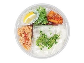 セブン「半熟玉子天とちくわ天冷しぶっかけうどん」ほか:新発売のコンビニ麺
