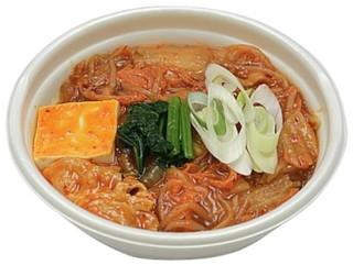 新発売のコンビニ麺:セブン「旨みとコク広がるピリ辛キムチチゲうどん」ほか