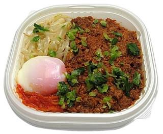 セブン「旨辛!混ぜて食べる台湾丼」ほか:新発売のコンビニ弁当