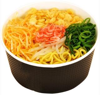 セブン「Wガラスープの辛麺」ほか:新発売のコンビニ麺