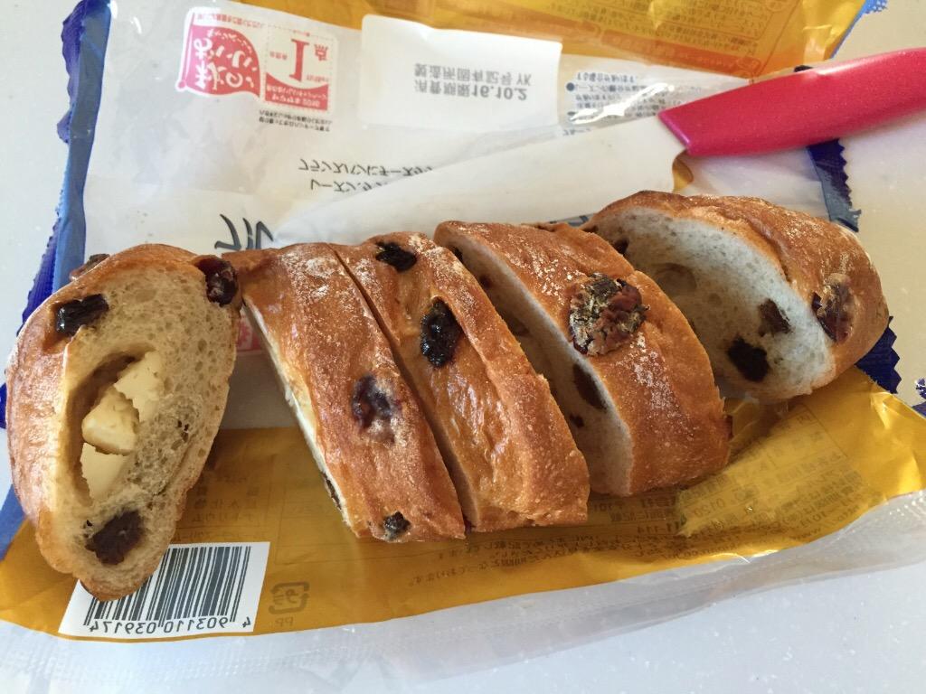 ヤマザキ「おいしい菓子パン フルーツとチーズクリームのフランスパン」 口コミ写真
