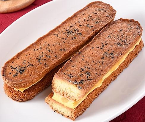 ファミリーマート 香ばしいクッキーのクリームサンド 安納芋