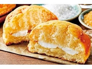 ローソン 塩バターメロンパン ホイップクリーム