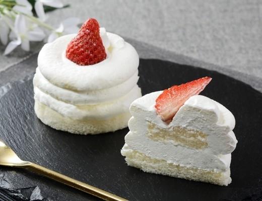 ローソン Uchi Cafe' SWEETS Specialite 絹白クリームの苺ショート