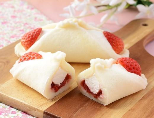 ローソン Uchi Cafe' SWEETS クルリン つぶもっちくるりんケーキ いちごミルク