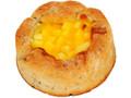 ファミリーマート 全粒粉入り黒ごまチーズブレッド 3種のチーズ