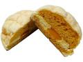 ファミリーマート ファミマ・ベーカリー 白いメロンパン 赤肉メロン入りクリーム&ホイップ
