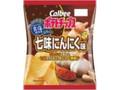 カルビー おいしく減塩ポテトチップス 七味にんにく味 袋70g