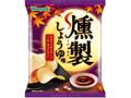 山芳製菓 ポテトチップス 燻製しょうゆ味 袋62g