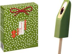 赤城「桔梗信玄餅アイスバー抹茶」は食べ始めからインパクト大!