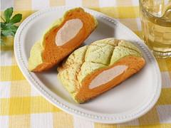 ファミマ「メロンデニッシュ(ホイップ&クリーム)」ふんわり食感たっぷりメロン♪