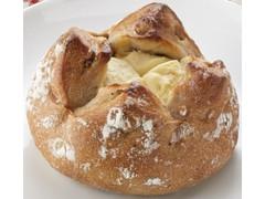 ファミリーマート くるみとレーズンのチーズクリームフランスパン