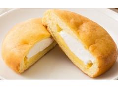 ファミリーマート シュークリームみたいなパン(カスタード&ホイップ)
