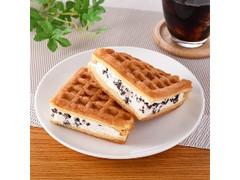 ファミリーマート ふんわりワッフル クッキー&クリーム