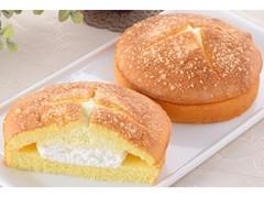 ファミリーマート Wクリームサンド(チーズクリーム&ホイップ)