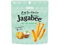 カルビー 太めウェーブカットのJagabee サワークリームオニオン味