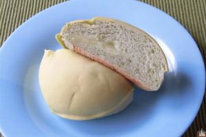 メロン色のすべすべした皮を被ったメロンパン。