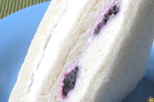 クリームチーズの濃厚さに、ホイップが軽みを与えています。