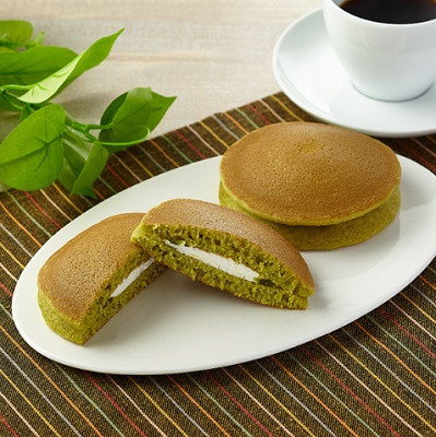 ファミリーマート ふんわりパンケーキ(抹茶クリーム&チーズホイップ)