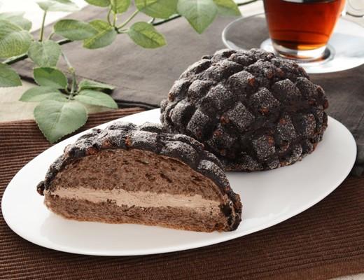 ローソン「黒いメロンパン ベルギーチョコホイップ」