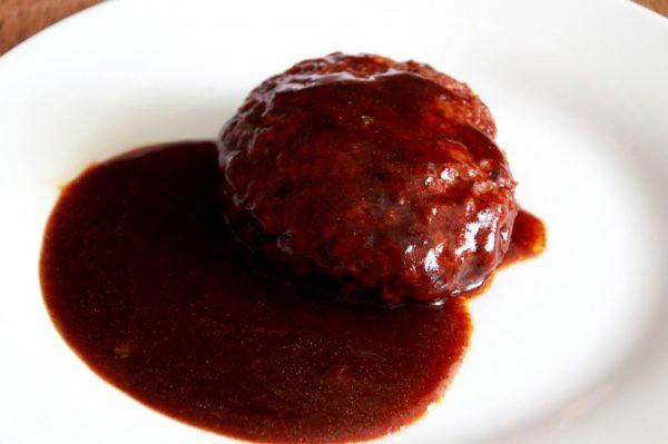 セブンイレブン「自家製デミグラスソースのハンバーグステーキ」の中身
