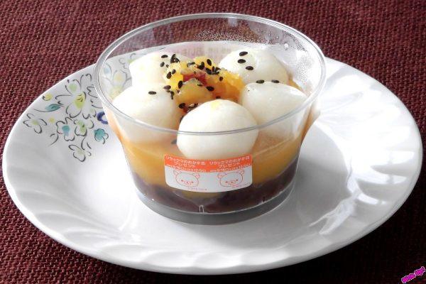 ゆめむらさき小豆餡に安納芋のソースを合わせ、新潟産羽二重粉の餅球とさつまいも甘露煮を乗せた関東風ぜんざい