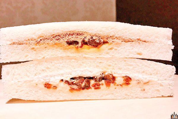 ラムレーズンを、北海道産練乳+ホイップクリームとラム酒入りベルギー産チョコホイップ+ネーブルオレンジにそれぞれ合わせたサンドイッチ