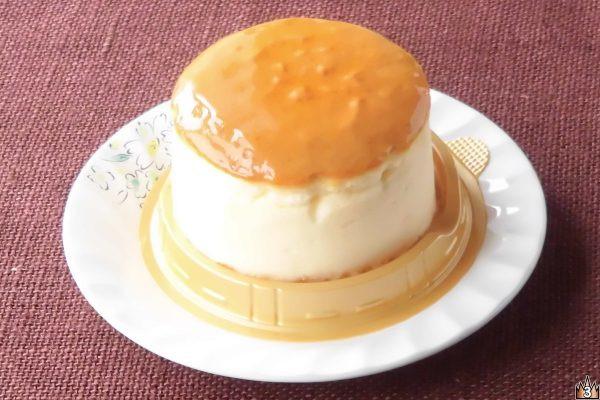 独自製法できめ細かくしっとりと、カマンベール使用で濃厚かつさっぱりしたチーズスフレ。