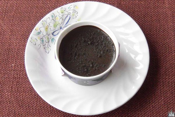 """ガトーショコラと濃厚チョコムース、ビターチョコソースを重ねた""""悪魔的""""おいしさのチョコケーキ。"""